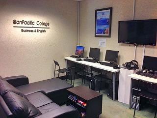 canada-ryugaku-toronto-esl-canpacific-college-lounge