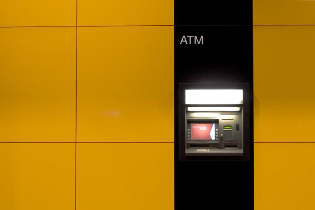 銀行口座って作れるの?